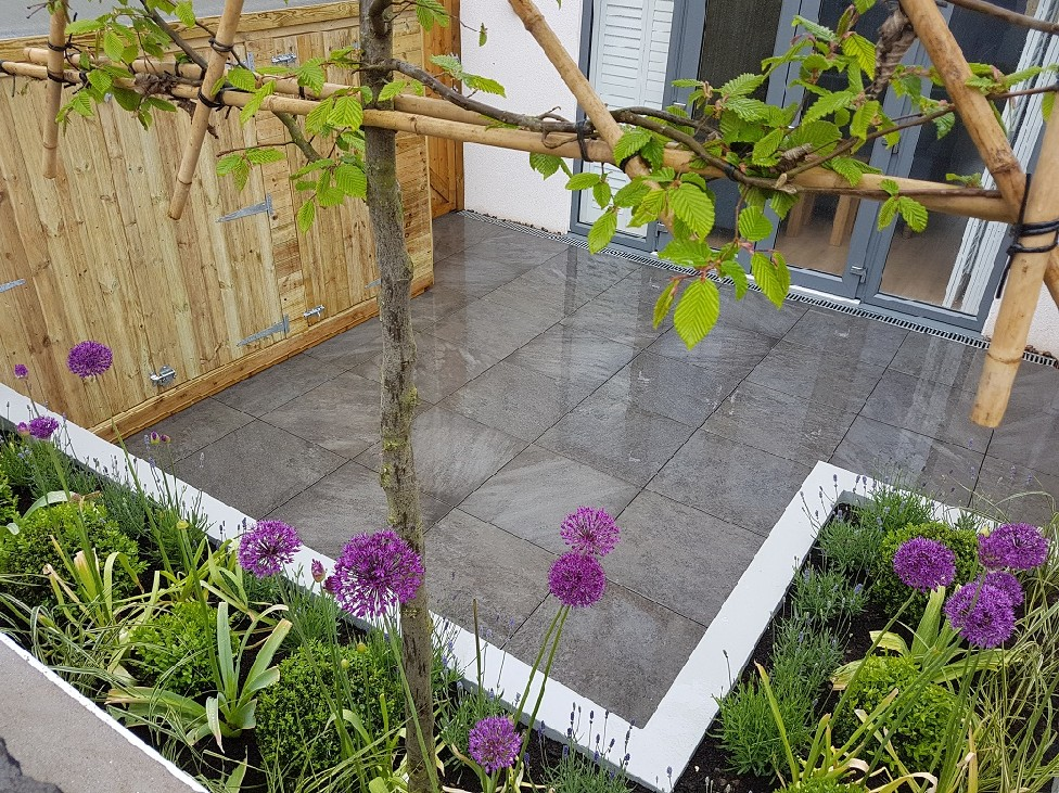 Contemporary Courtyard Garden Porcelain Patio Rendered